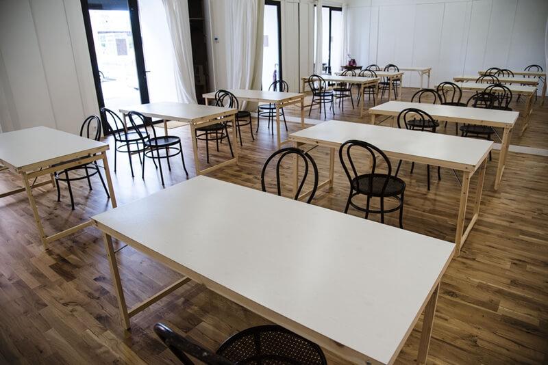Mesas de trabajo en espacio invisible